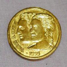 Medallas temáticas: DOS METALLA METAL DORADO CONMEMORATIVA DEL ENLACE DE DÑA. ELENA DE BORBÓN, CON D. JAIME DE MARICHA. Lote 174274158