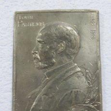 Medallas temáticas: GRAN MEDALLA DE LOUIS PASTEUR DE 1895 FIRMADA POR V.S CANALE, 328 GRAMOS, 11,2 X 8,2 CMS, CON PUNZON. Lote 175752540