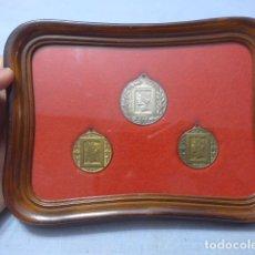 Medallas temáticas: ANTIGUO CUADRO CON 3 MEDALLA DE FILATELIA DE EXPOSICION FILATELICA DE TARRAGONA, AÑOS 50. ZX. Lote 176620835