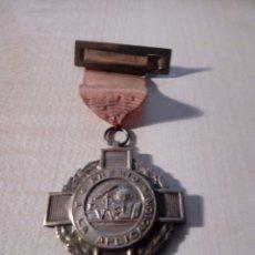 Medalhas temáticas: MEDALLA DE COLEGIO ESCUELA PREMIO A LA APLICACIÓN - ES DE LATÓN CON SU CINTA DE ORIGEN. Lote 177066633
