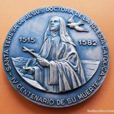 Medallas temáticas: MEDALLA DE BRONCE SANTA TERESA DE JESUS IV CENTENARIO DE SU MUERTE PAPA JUAN PABLO II 80 MM 220 GRS. Lote 177469538