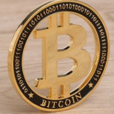 Medallas temáticas: PECULIAR MONEDA BITCOIN, CON BAÑO DE ORO 23 KLTS, EN SU CÁPSULA NUMISMÁTICA.. Lote 178446871