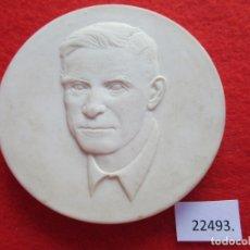 Medallas temáticas: MEDALLA CERAMICA DE MEISSEN ALEMANIA, THEODOR NEUBAUER DDR RDA 1890 1945, PORCELANA, BISCUIT. Lote 178618727