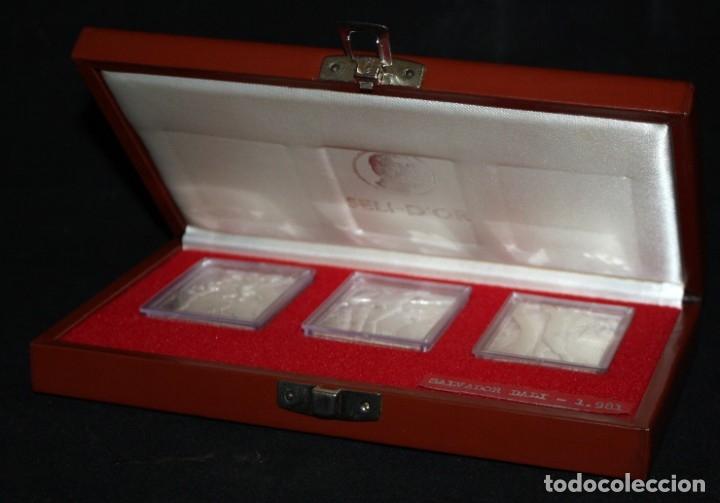 ESTUCHE CON 3 MEDALLONES DE PLATA DE DALÍ TITULADO ADAN, EVA Y EL PECADO ORIGINAL. AÑO 1981 (Numismática - Medallería - Temática)