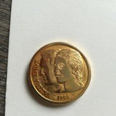 Medallas temáticas: MEDALLA ENLACE REAL JAIME Y ELENA. Lote 178934198