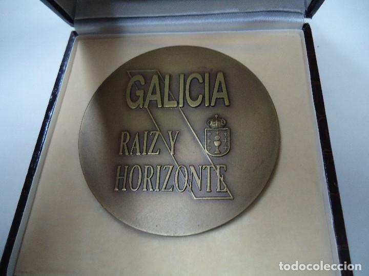 Medallas temáticas: MEDALLA EL CORTE INGLES GALICIA RAIZ Y HORIZONTE EN SU CAJA MIDE 8,3 cm. DE DIÁMETRO EN SU CAJA - Foto 2 - 181420711