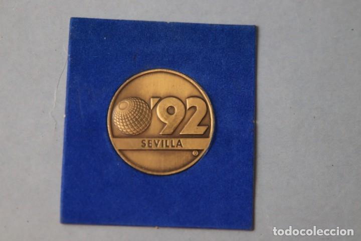 MEDALLA CONMEMORATIVA SEVILLA EXPO 92- CON FUNDA - REV. LA CARTUJA (Numismática - Medallería - Temática)