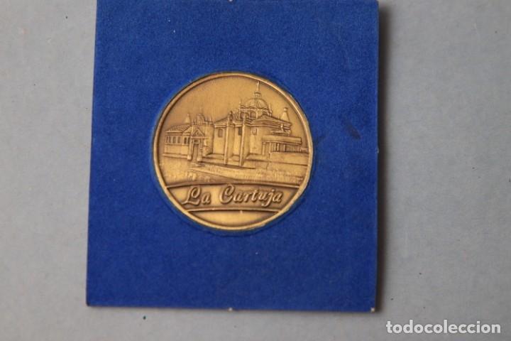 Medallas temáticas: MEDALLA CONMEMORATIVA SEVILLA EXPO 92- CON FUNDA - REV. LA CARTUJA - Foto 2 - 183201370