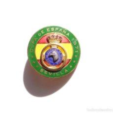 Medallas temáticas: INSIGNIA COPA DE ESPAÑA SEVILLA 1971. TIRO DE PICHON.. Lote 183479103
