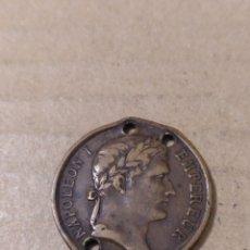 Medallas temáticas: MEDALLA TUMBA DE NAPOLEÓN I 1853 AGUJEROS 23 MM.. Lote 183813632