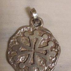 Medallas temáticas: COLGANTE MEDALLA MEDALLON VINTAGE DE PLATA MACIZA. Lote 186105173