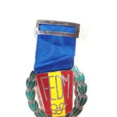 Medallas temáticas: MEDALLA EN PLATA. FEDERACIÓN ESPAÑOLA DE MOTOCICLISMO.. Lote 190394797