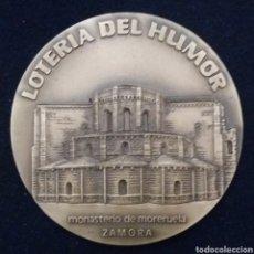 Medallas temáticas: MEDALLA LOTERIA DEL HUMOR, MONASTERIO DE MORERUELA, ZAMORA 1991. Lote 191355220
