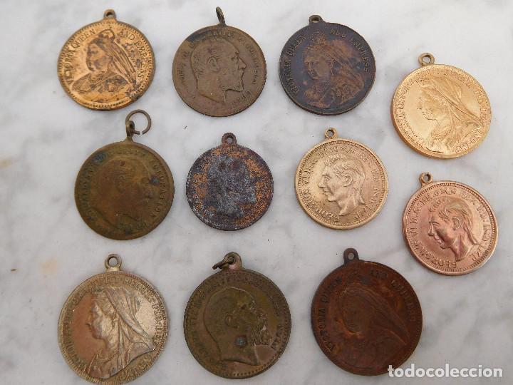 LOTE DE 11 MEDALLAS PEQUEÑAS INGLESAS (Numismática - Medallería - Temática)