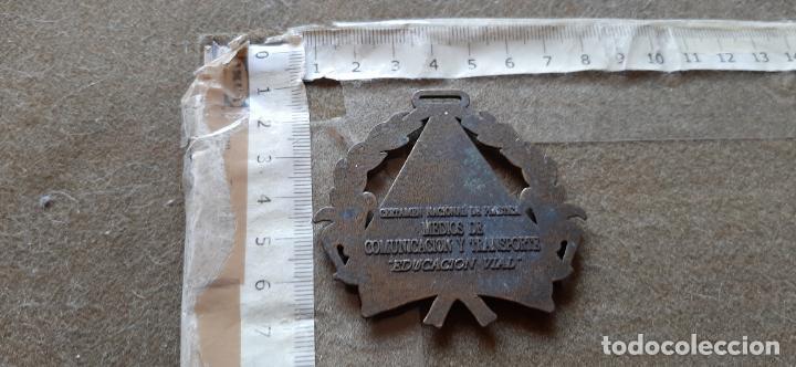 Medallas temáticas: MEDALLA CERTAMEN NACIONAL DE PLASTICA MEDIOS DE COMUNICACION Y TRANSPORTES - EDUCACION VIAL - Foto 2 - 194215392