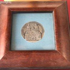 Medallas temáticas: SANTIAGO DE COMPOSTELA XXV ANIVERSARIO ABASTECIMIENTO DE AGUA 1971-1996 MEDALLA DE PLATA. . Lote 195112198