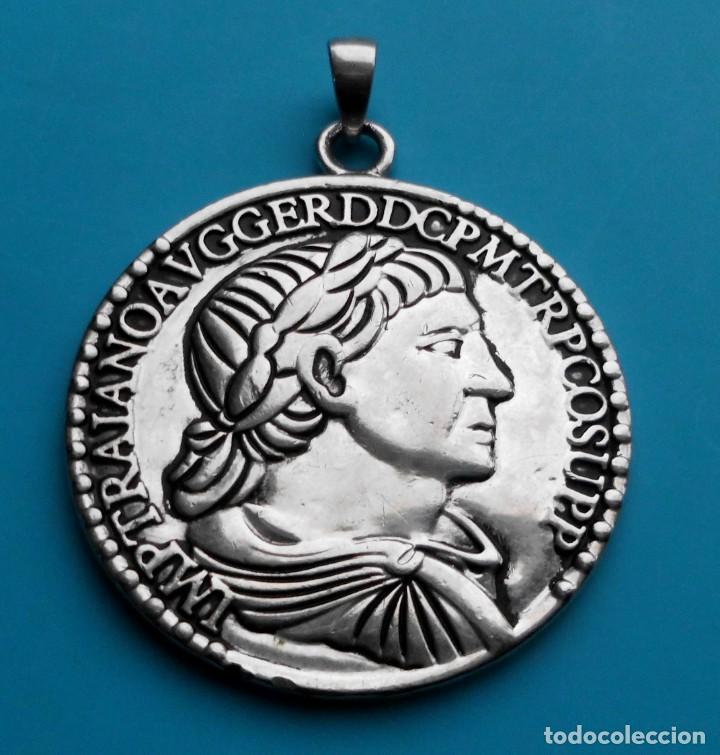MEDALLON REPLICA MONEDA ROMANA EPOCA TRAJANO (Numismática - Medallería - Temática)