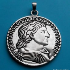 Medallas temáticas: MEDALLON REPLICA MONEDA ROMANA EPOCA TRAJANO. Lote 195429792