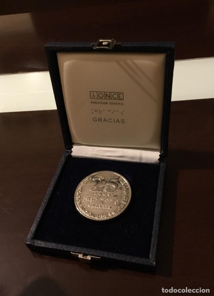 MEDALLA ONCE 25 AÑOS DE SERVICIO EN SU ESTUCHE ORIGINAL (Numismática - Medallería - Temática)