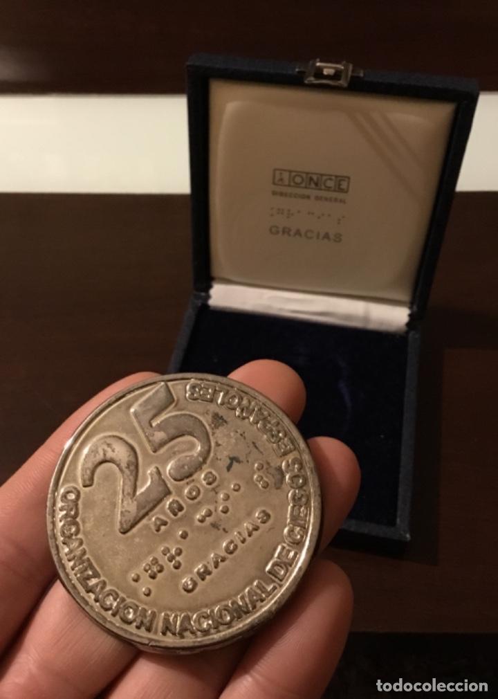 Medallas temáticas: Medalla ONCE 25 años de servicio En su estuche original - Foto 2 - 195793117