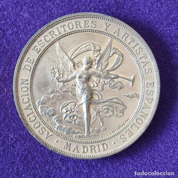 RARA MEDALLA DE ASOCIACION DE ESCRITORES Y ARTISTAS ESPAÑOLES. MADRID. PREMIO AL MERITO 1884-85. (Numismática - Medallería - Temática)