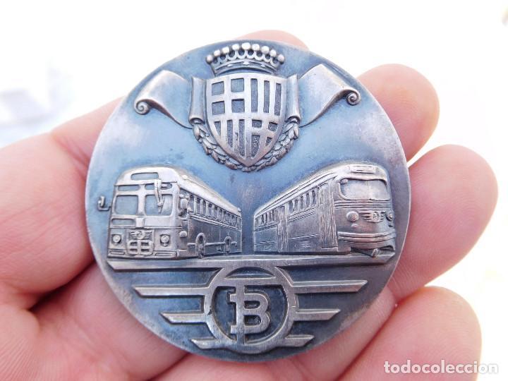 MEDALLA DE PLATA TRANVÍAS DE BARCELONA 1943 1969 METRO AUTOBUSES TRANSPORTES (Numismática - Medallería - Temática)