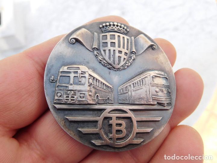 Medallas temáticas: Medalla de plata tranvías de Barcelona 1943 1969 Metro autobuses transportes - Foto 2 - 199132210