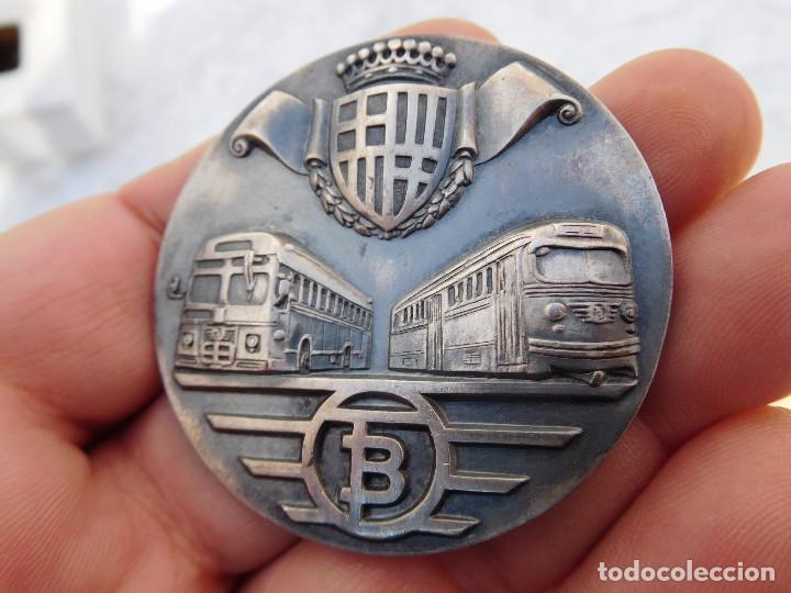Medallas temáticas: Medalla de plata tranvías de Barcelona 1943 1969 Metro autobuses transportes - Foto 3 - 199132210