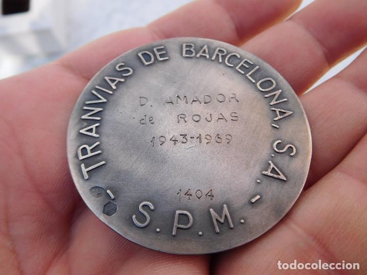 Medallas temáticas: Medalla de plata tranvías de Barcelona 1943 1969 Metro autobuses transportes - Foto 5 - 199132210