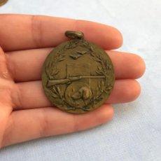 Medallas temáticas: MEDALLA TIRO Y CAZA. Lote 200059123