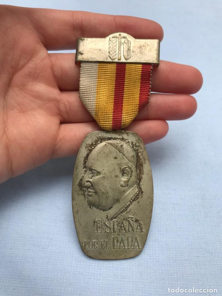 MEDALLA POLITICO - RELIGIOSA . PEREGRINACION SINDICAL EN ROMA 1961. ESPAÑA POR EL PAPA (Numismática - Medallería - Temática)