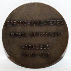 Medallas temáticas: MEDALLA CONMEMORATIVA ESPAÑA-INGLATERRA FUTBOL AFICIONADO. SABADELL. 23 MARZO DEL 1968. Lote 203802122