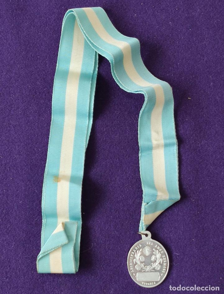 Medallas temáticas: MEDALLA DE VITORIA (ALAVA). ARCHICOFRADIA DEL AMOR HERMOSO. CON CINTA ORIGINAL. SIN CIRCULAR. - Foto 3 - 204056203