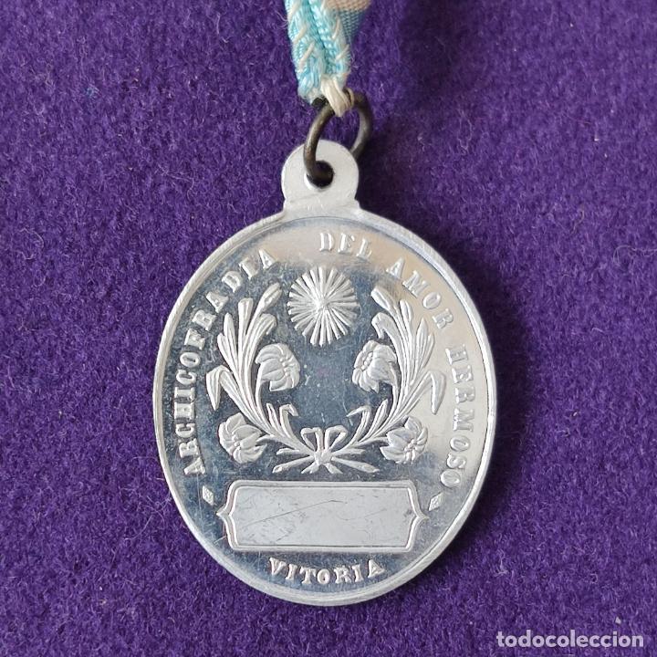 MEDALLA DE VITORIA (ALAVA). ARCHICOFRADIA DEL AMOR HERMOSO. CON CINTA ORIGINAL. SIN CIRCULAR. (Numismática - Medallería - Temática)