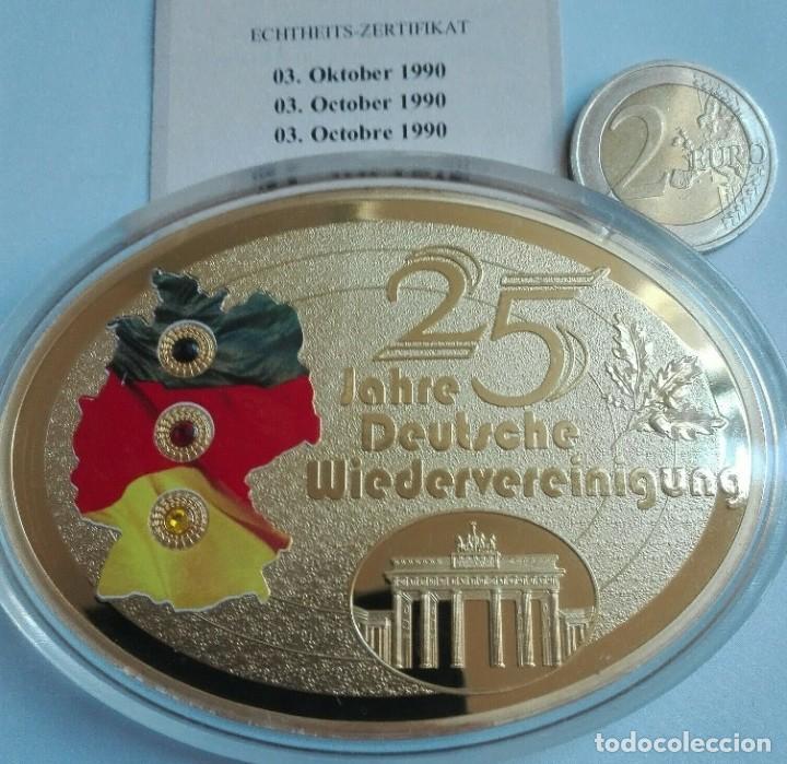 BONITO MEDALLON XXL CON FORMA OVAL POR EL 25 ANIVERSARIO DE LA CAIDA DEL MURO DE BERLIN ALEMANIA (Numismática - Medallería - Temática)
