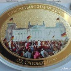 Medallas temáticas: BONITO MEDALLON XXL CON FORMA OVAL POR EL 25 ANIVERSARIO DE LA CAIDA DEL MURO DE BERLIN ALEMANIA. Lote 204691960