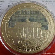 Medallas temáticas: MONEDA TAMAÑO XXL 70 MM CONMEMORATIVA AL 70 ANIVERSARIO DE LA RENDICION DE LA ALEMANIA NAZI. Lote 204696047