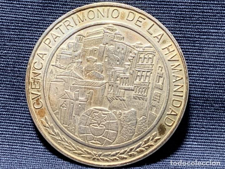 MEDALLA CONVEXA CUENCA PATRIMONIO HUMANIDAD CAMARA OFICIAL 925 30MM (Numismática - Medallería - Temática)