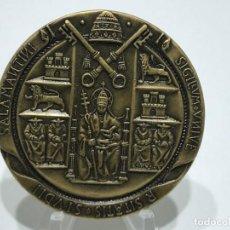 Medallas temáticas: MEDALLA EN BRONCE CON EL ESCUDO DEL VATICANO. Lote 205049593