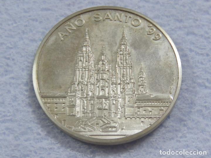 Medallas temáticas: MEDALLA EN PLATA DE LEY 925 DEL AÑO SANTO 1999 CON INCRUSTACION DE PIEDRA EN LA MEDALLA, SOLO 250 - Foto 2 - 205683026