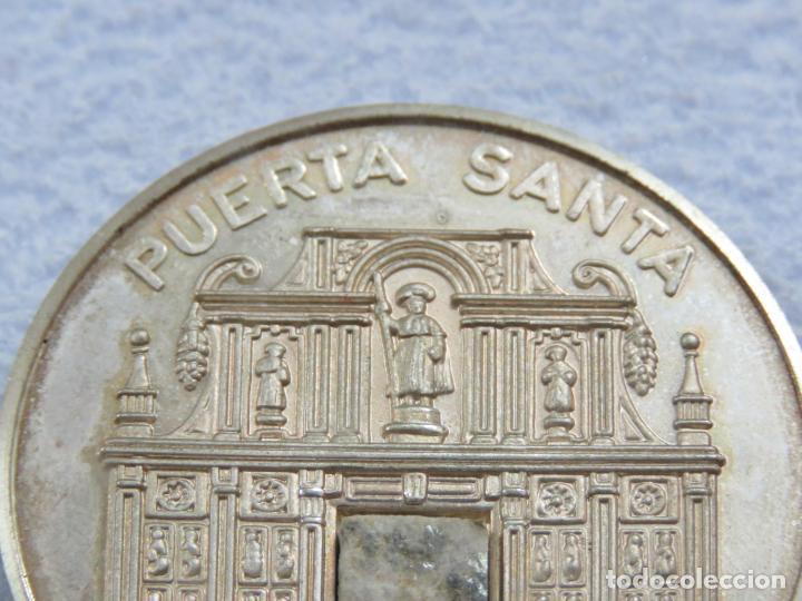 Medallas temáticas: MEDALLA EN PLATA DE LEY 925 DEL AÑO SANTO 1999 CON INCRUSTACION DE PIEDRA EN LA MEDALLA, SOLO 250 - Foto 4 - 205683026