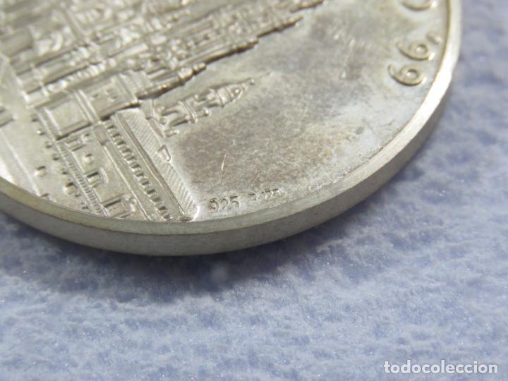 Medallas temáticas: MEDALLA EN PLATA DE LEY 925 DEL AÑO SANTO 1999 CON INCRUSTACION DE PIEDRA EN LA MEDALLA, SOLO 250 - Foto 6 - 205683026