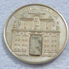 Medallas temáticas: MEDALLA EN PLATA DE LEY 925 DEL AÑO SANTO 1999 CON INCRUSTACION DE PIEDRA EN LA MEDALLA, SOLO 250. Lote 205683026