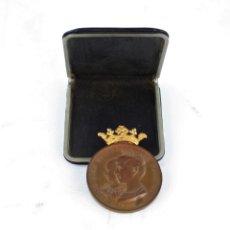 Medallas temáticas: MEDALLA DE COBRE CON CORONA DE ORO DE LA EXPOSICIÓN UNIVERSAL DE BARCELONA 1888.. Lote 206876033
