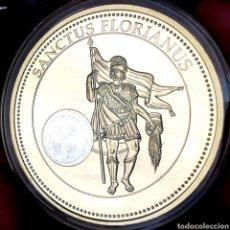 Medallas temáticas: ESCASA CONM. PROOF. BAÑO DE ORO Y HOLOGRAMA. VATICANO. SANTOS PATRONES. SAN FLORIÁN. 49G / 50MM. Lote 207011318