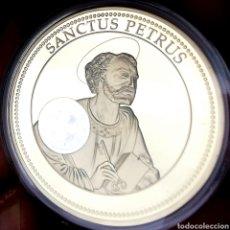 Medallas temáticas: ESCASA CONM. PROOF. BAÑO DE ORO Y HOLOGRAMA. VATICANO. SANTOS PATRONES. SAN PEDRO. 49G / 50MM. Lote 207011428
