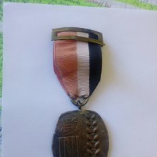 Medalhas temáticas: MEDALLA DE COBRE CON SU CINTA ORIGINAL INI - PLVS VLTRA. Lote 208119261