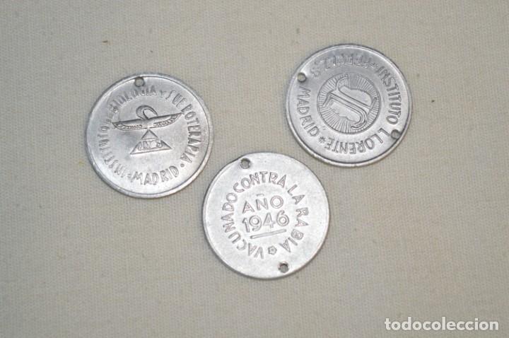 LOTE 3 ANTIGUAS MEDALLITAS VACUNA ANTIRRÁBICA - AÑOS 40 - MADRID - NUEVAS / NOS ¡MUY DIFÍCIL, MIRA! (Numismática - Medallería - Temática)