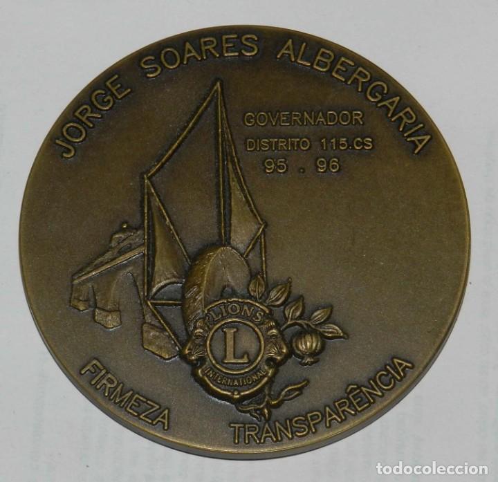 Medallas temáticas: MEDALLA DE LOS LIONS INTERNATIONAL, GOVERNADOR DISTRITO 115 CS. 95. 96, FIRMEZA TRASPARENCIA, JORGE - Foto 2 - 209791805