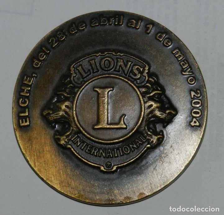 MEDALLA DE LOS LIONS INTERNATIONAL, ELCHE MAYO 2004, XXXVII CONVENCION NACIONAL DE CLUBES DE LEONES (Numismática - Medallería - Temática)